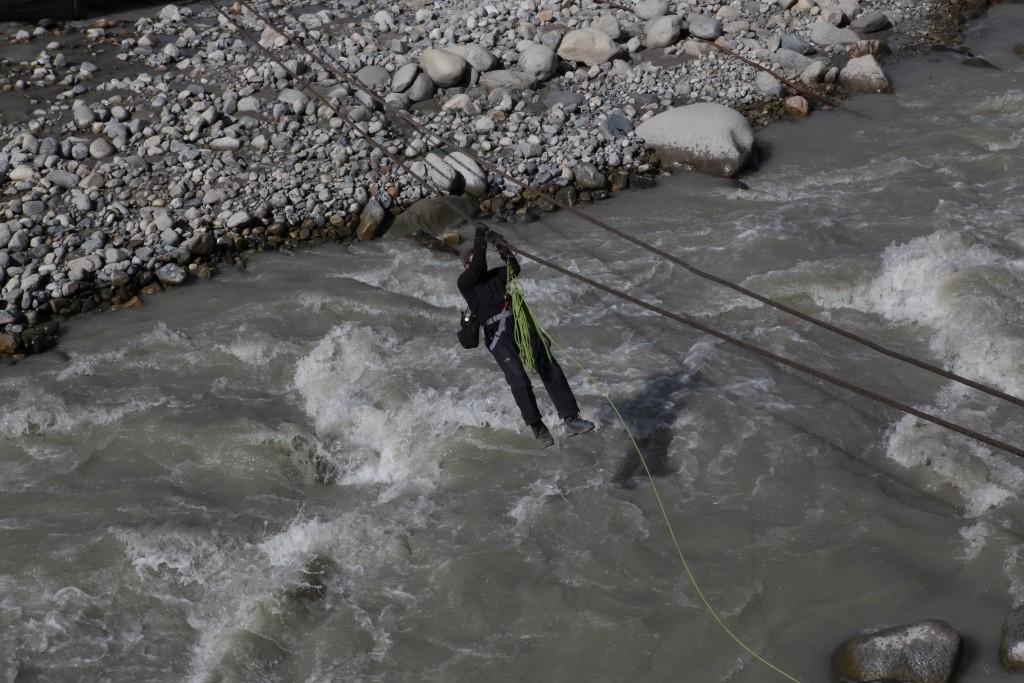 2-106-crossing-the-river-abdukagor