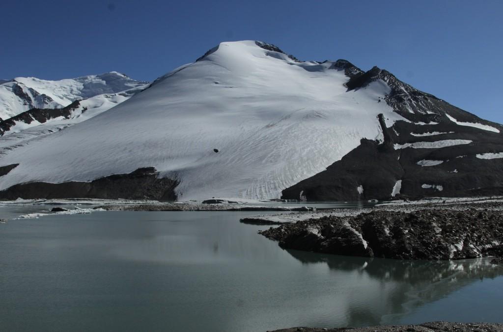 2-56-lake-in-the-glacier-tanymas-paw