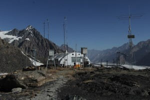 2-74-hydro-meteorological-station-the-fedchenko-glacier