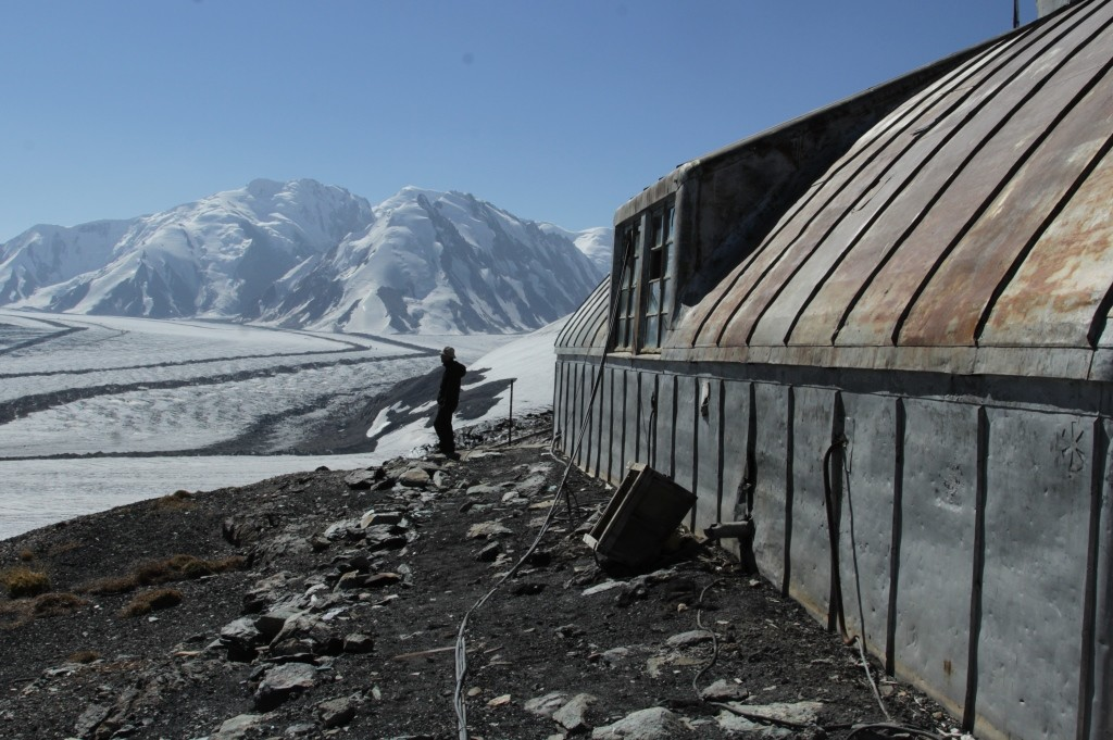 2-76-hydro-meteorological-station-the-fedchenko-glacier