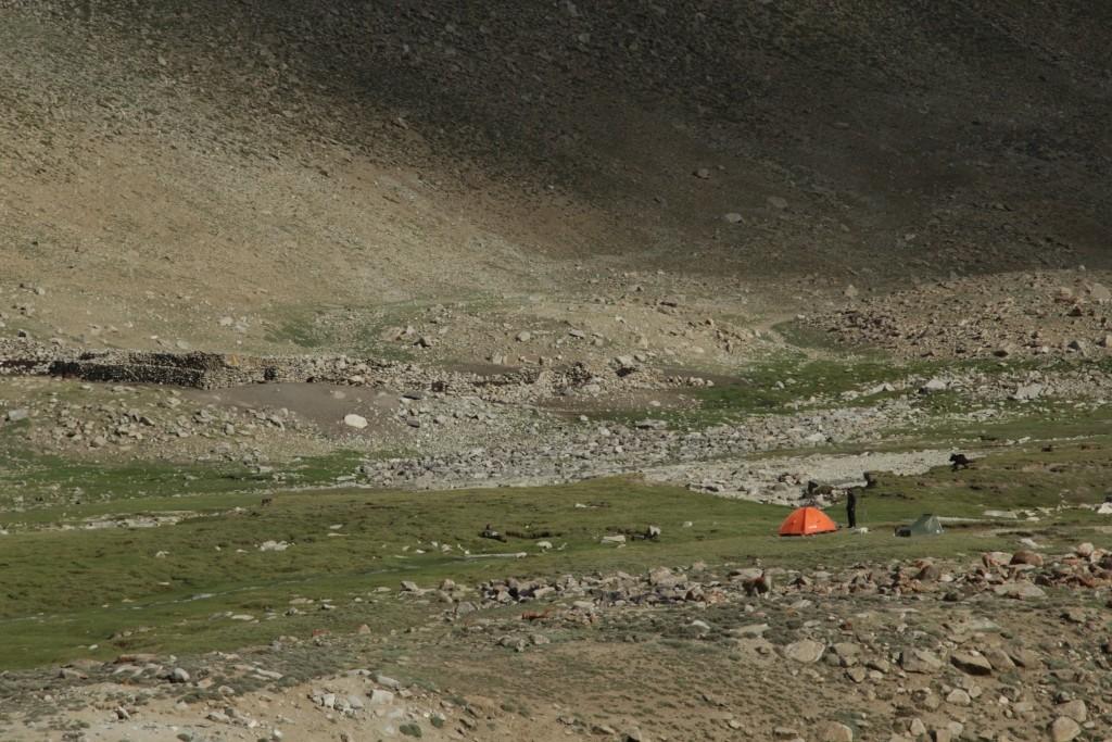 2.Camp in the valley Tuzumtaykul. Лагерь в долине Тузумтайкуль.