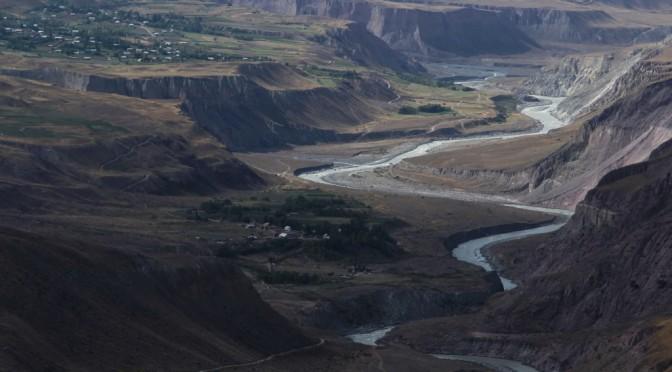 Северные отроги Хребта Петра I. Долина реки Муксу. Сентябрь 2017 года.